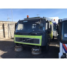 2006 Volvo FM9 Cabin Breaking for Parts